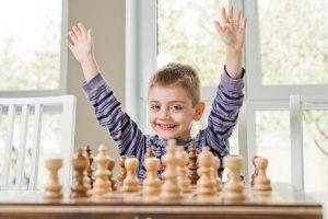 Cómo enseñar ajedrez a un niño en 15 pasos